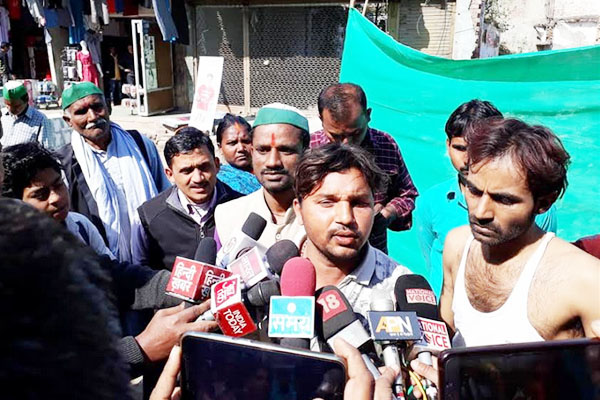 Nayab tehsildar assassination brutally beating driver in suspicion of theft - Kaushambi News in Hindi