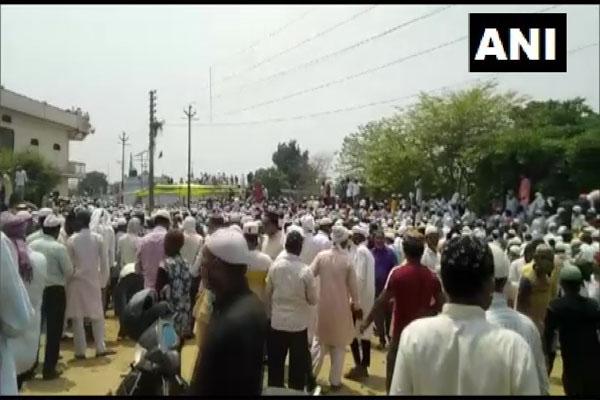 Large crowd gathered in Badaun district A Kazi body, police lodged lawsuit - Budaun News in Hindi