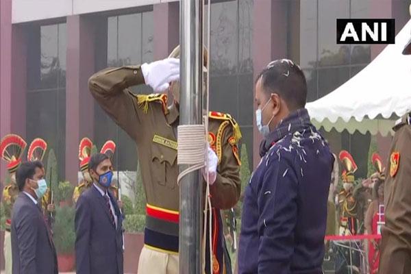 Kejriwal hoisted the tricolor in Delhi Secretariat before Republic Day - Delhi News in Hindi