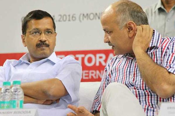 Kejriwal, Sisodia summoned in defamation case - Delhi News in Hindi