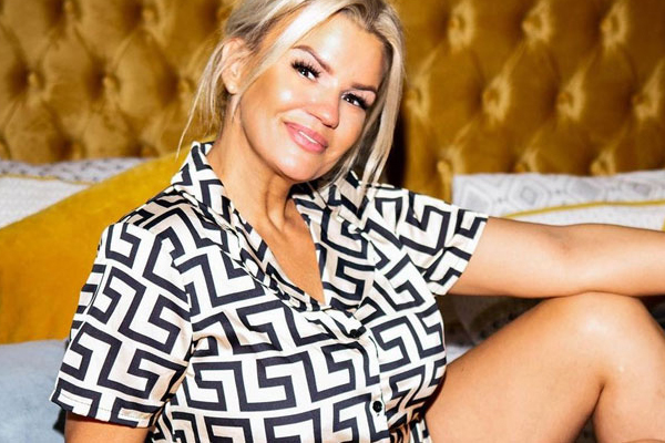 Kerry Katona credits curvy figure for pop career - Hollywood News in Hindi