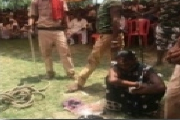 khap Panchayats In Bihar : Woman tied to pole and tonsured - Weird Stories in Hindi