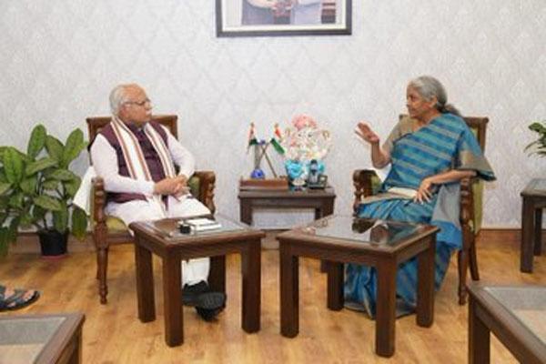 Union Finance Minister meets Haryana CM Manohar Lal - Chandigarh News in Hindi