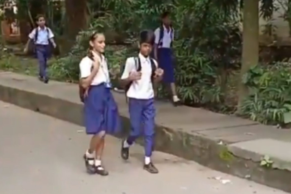 Children performing somersaults in viral video - Weird Stories in Hindi