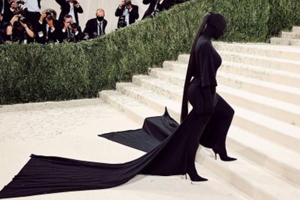 Kim Kardashian defends her 2021 Met Gala look - Hollywood News in Hindi