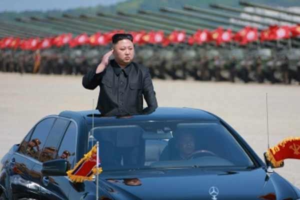 किम जोंग-उन अपने दादा की सालगिरह मनाने मउसोलियम पहुंचे