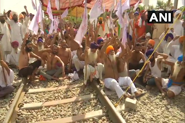 Demonstration of farmers in Punjab continues against agriculture bill, see photos - Punjab-Chandigarh News in Hindi