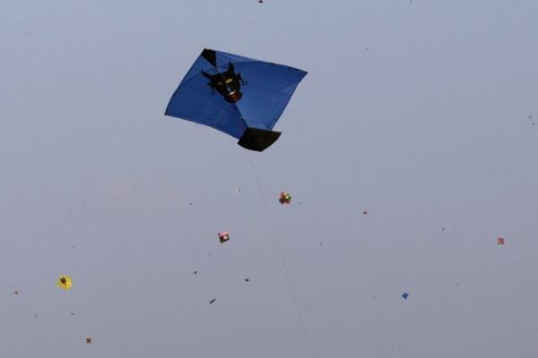 UP : चीनी मांझा की वजह से करंट की चपेट में आकर शख्स की मौत
