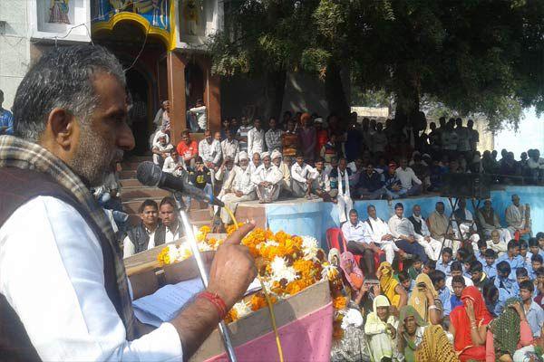 केन्द्रीय मंत्री ने जनसंपर्क अभियान के दौरान पलवल के गांवों का किया दौरा