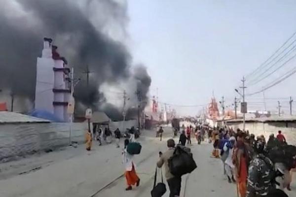 Kumbh Mela 2019 : Fire Breaks Out At A Tent In Digambara Akhara At Kumbh In Prayagraj - Allahabad News in Hindi