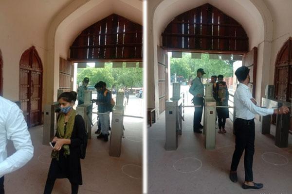 नई दिल्ली: खुलने के पहले दिन ही कुतुब मीनार, लाल किला पहुंचे पर्यटक