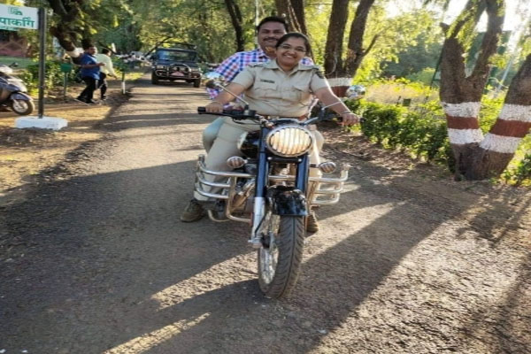 Lady Singham Suicide - Maharashtra Suspends Top Forest Officer - Mumbai News in Hindi