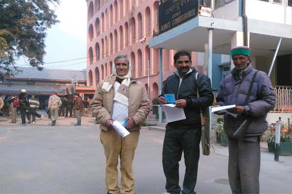 License renewal fee in addition to increasing public fury - Mandi News in Hindi
