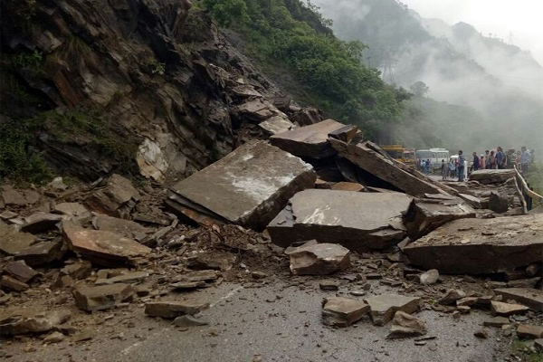 Four people dead in landslides in different places of Himachal - Himachal Bilaspur News in Hindi