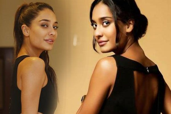 Life Changes After Having a Baby Not Marriage says Lisa Haydon - Bollywood News in Hindi