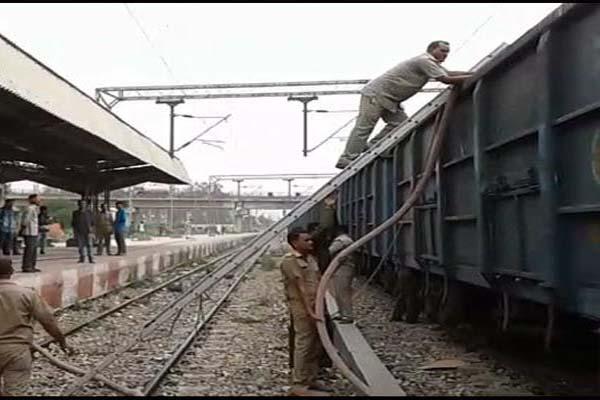 माल गाड़ी पलटने से रेल आवागमन ठप