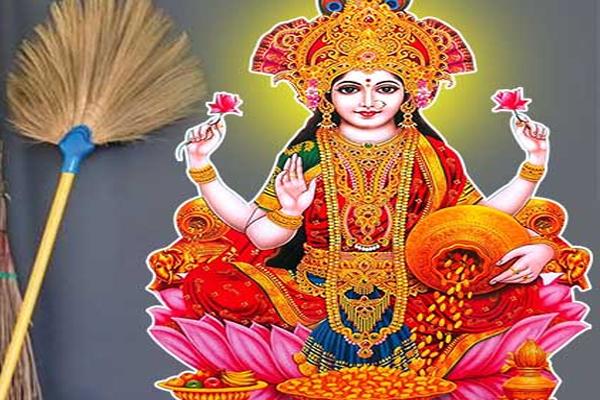 Oceanography: Maa Lakshmi is like a broom, Dhanavarsha is done by doing these works. - Jyotish Nidan in Hindi