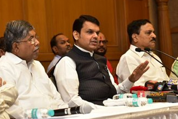 Maharashtra Cabinet approves reservation for Marathas, Devendra Fadnavis says state unsure of recommended 16 percent quota - Mumbai News in Hindi