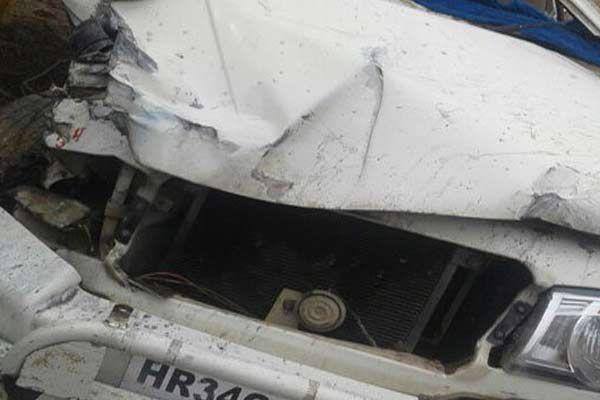 वाहनों की आमने-सामने की भिड़ंत में 20 से ज्यादा लोग घायल