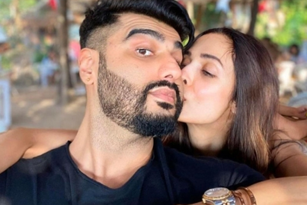 Trolls have field day as Malaika shares cosy pic with Arjun Kapoor - Bollywood News in Hindi