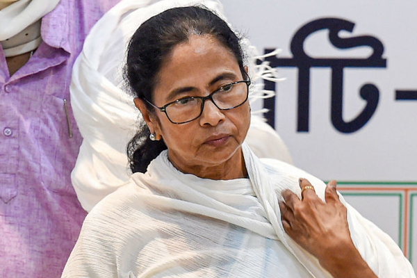 Saddened at Brutal Killings in Kashmir: Mamata Promises All Help to Kin of Slain Migrant Workers - India News in Hindi