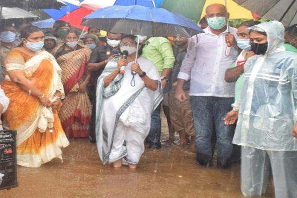 Flood situation worsens in Bengal, PM Modi talks to Mamta - Kolkata News in Hindi