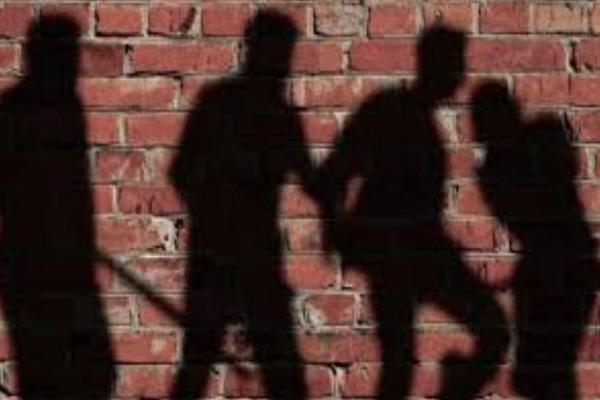 महिला से प्रेम संबंध रखने पर युवक को पीटा, पेशाब पिलाया, वीडियो वायरल