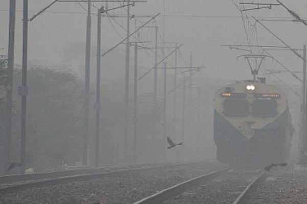 महिला की हत्या कर भागे युवक ने ट्रेन के आगे कूदकर दी जान