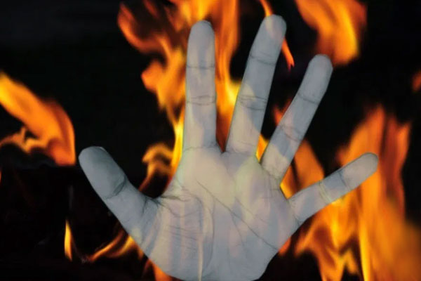 UP: Man sets his 6-year-old daughter on fire - Sambhal News in Hindi