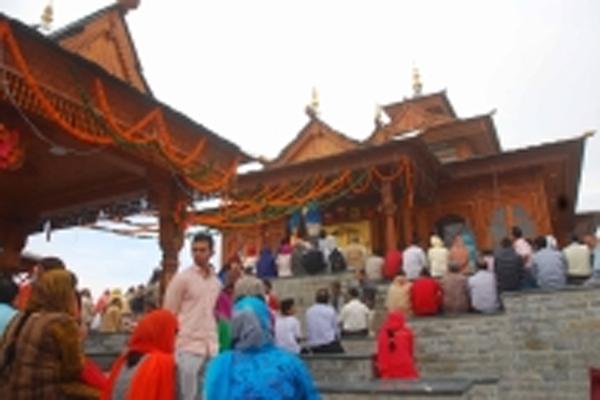 नवरात्रि के पहले दिन हिमाचल के मंदिरों में श्रद्धालुओं की भीड़ उमड़ी