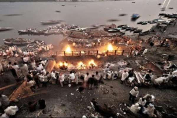 Unique tradition of Manikarnika Ghat in Hindi - Weird Stories in Hindi