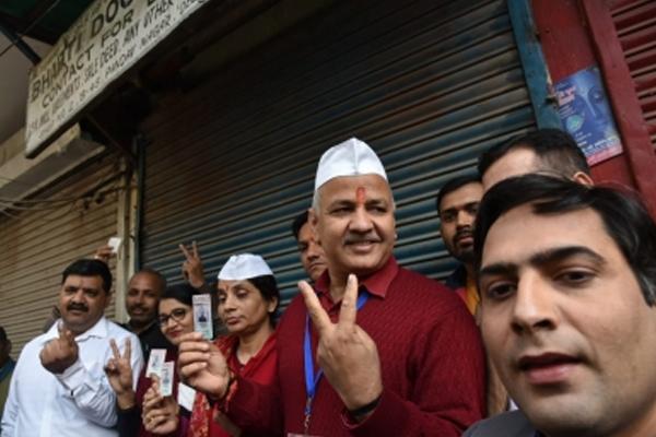 Exit polls: AAP is heavy on BJP - Delhi News in Hindi