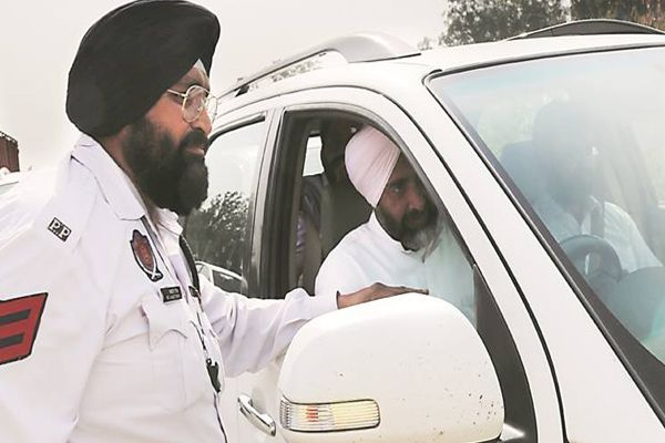Punjab FM Manpreet Badal catches cop taking bribe; two suspended - Ludhiana News in Hindi