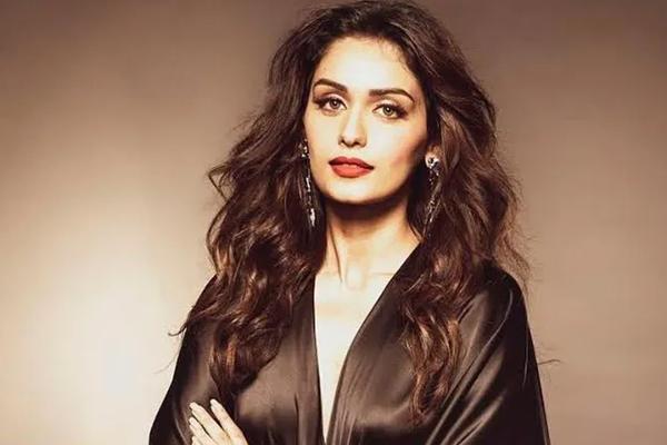 Manushi Chillar: I am getting a Diwali debut similar to Deepika Padukone - Bollywood News in Hindi