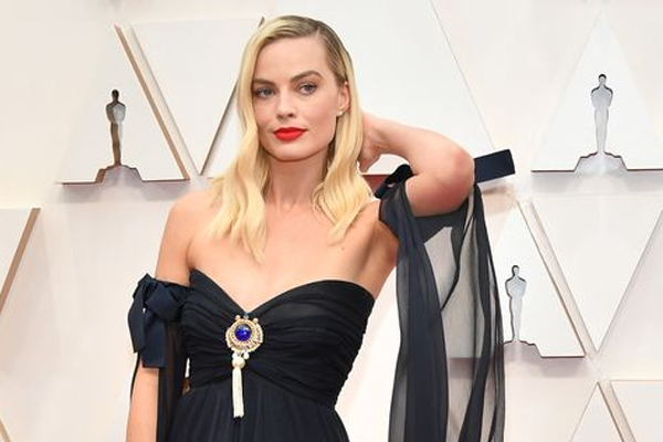 Margot Robbie is a tea fanatic - Hollywood News in Hindi