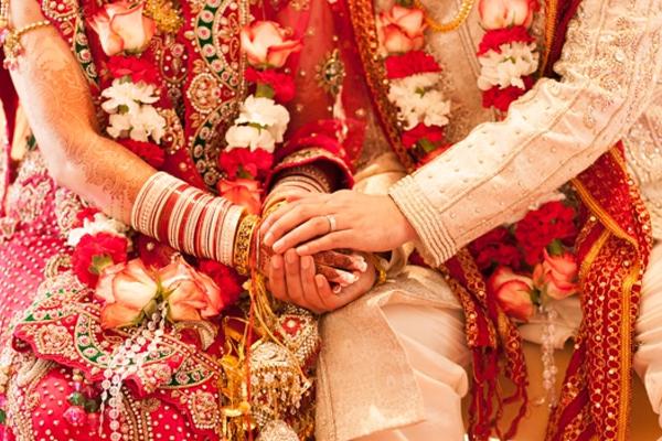 UP: Police help 2 Muslim women who married Hindu men - Bareilly News in Hindi