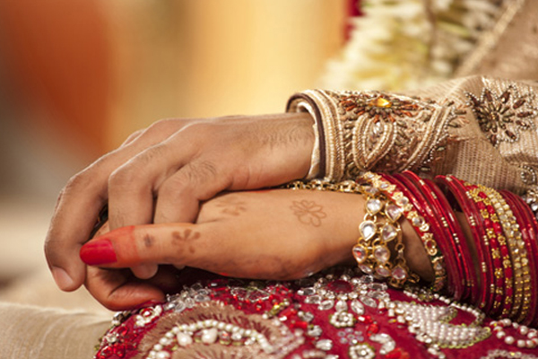 Marital life of people who have mole on left side of upper lip - Jyotish Nidan in Hindi