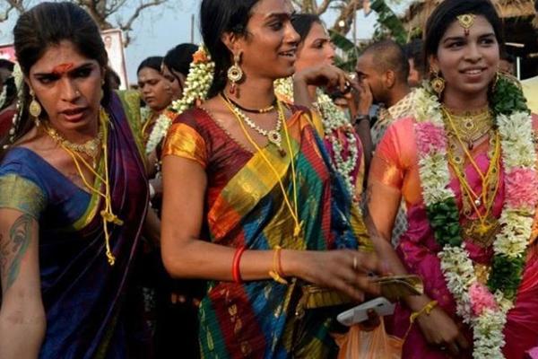 Transgender Brides For One Night In Koovagam Village - Weird Stories in Hindi