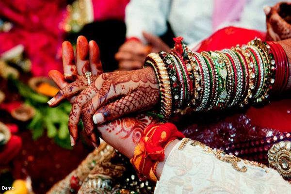 अनोखी शादी: न निमंत्रण कार्ड छपा, न घोड़ी पर बैठा दूल्हा, न फेरे हुए, सिर्फ 17 मिनट में बने एक-दूसरे के जीवन साथी