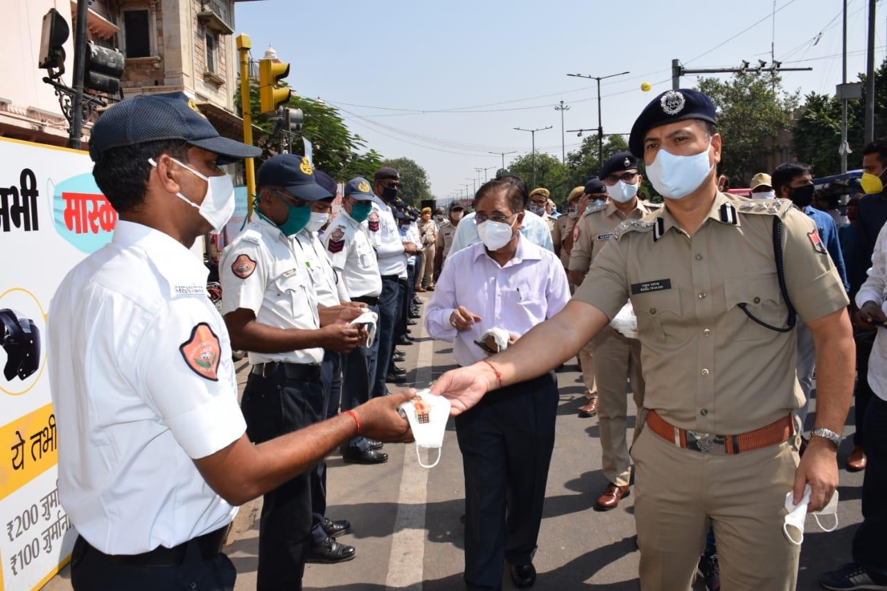 Mask distribution at Yadam Bhawan under the mass movement program in Jaipur - Jaipur News in Hindi