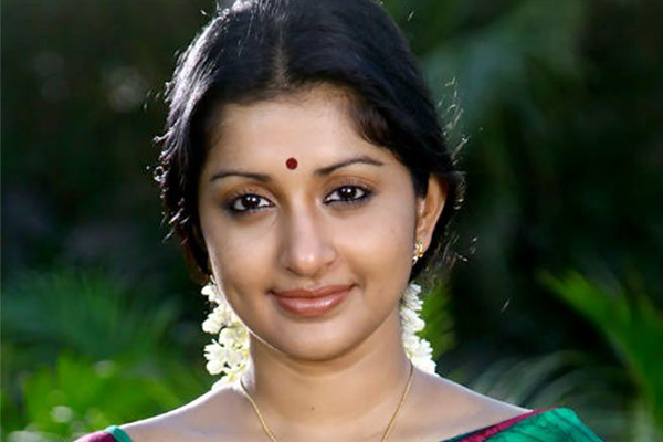 Meera Jasmine returns after hiatus in Sathyan Anthikadu film - Bollywood News in Hindi