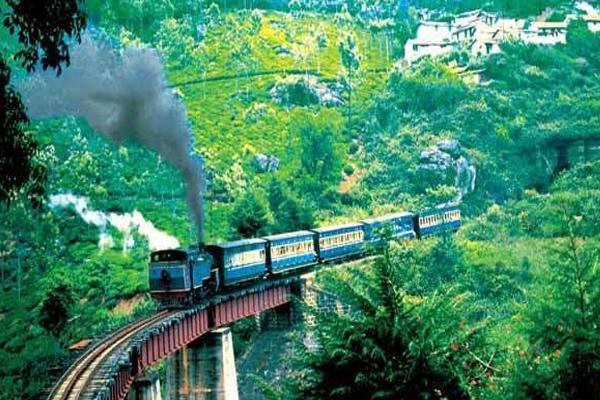 ये है भारत की सबसे धीमी चलने वाली ट्रेन, स्पीड जानकर हो जायेंगे हैरान
