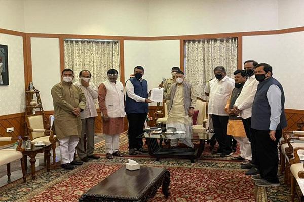 BJP delegation meets Maharashtra Governor, submits memorandum - Mumbai News in Hindi