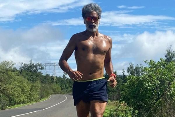 मिलिंद सोमन : मेरी नेगेटिव रिपोर्ट आने के बाद से रोज दौड़ रहा हूं