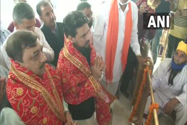 केंद्रीय मंत्री अनुराग ठाकुर ने हमीरपुर के अवाह देवी मंदिर में पूजा-अर्चना की