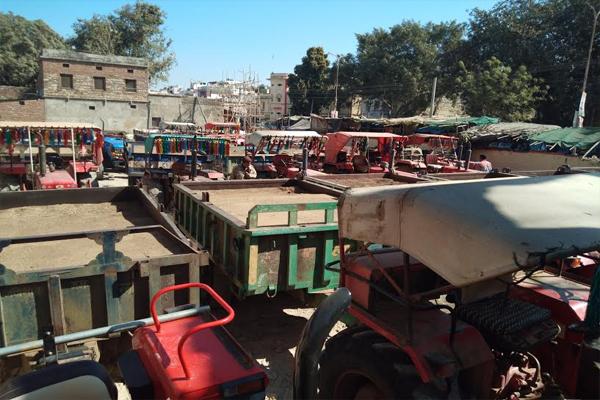 खान मंत्री के जिले में बड़ी कार्रवाई, बजरी की 22 ट्रैक्टर-ट्रॉली जब्त
