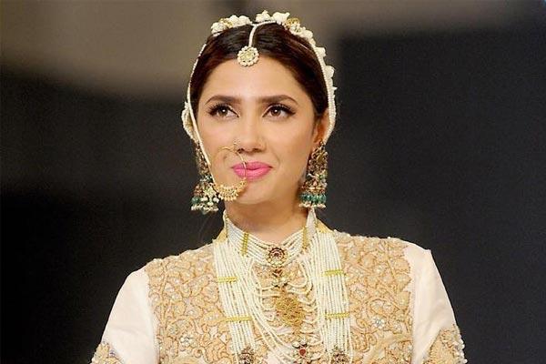 Unknown fact about mahira khan - Bollywood News in Hindi