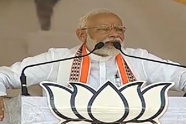 SP-BSP और कांग्रेस 'तुम मुझे बचाओ मै तुम्हें बचाऊं' का खेल खेल रहे : मोदी
