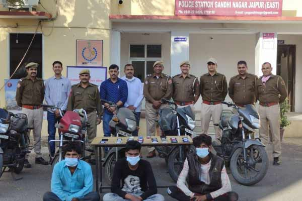 Mobile snatching gang caught in Jaipur, 5 bikes and 19 mobiles recovered from 3 miscreants - Jaipur News in Hindi