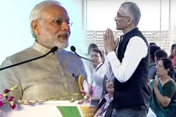 Narendra Modi in Champaran, appreciates Parmeshwar G Iyer - Motihari News in Hindi